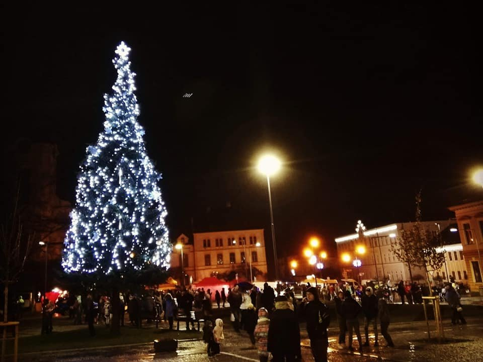 Varnsdorfský vánoční strom rozsvícen